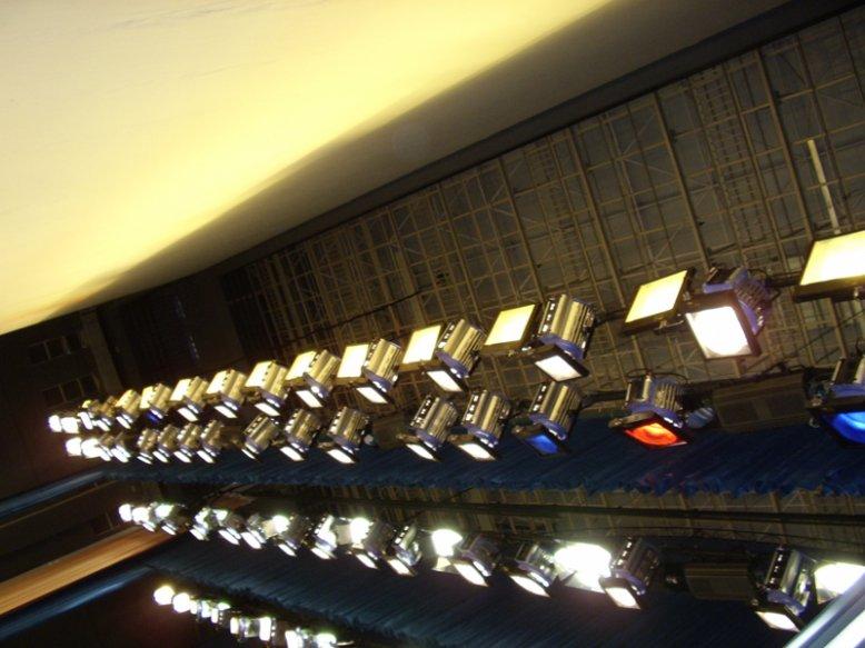 拉斯维加斯歌舞团雁城演出灯光音响工程
